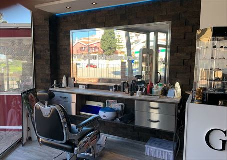 Fuengirola modern hairdressing salon to take over.
